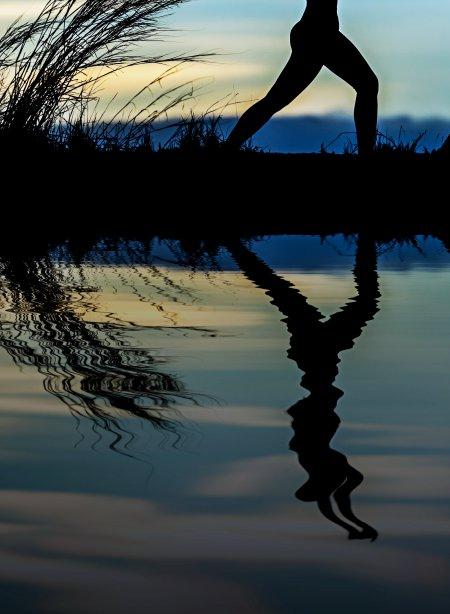 Reflejo de una mujer haciendo yoga, yo misma