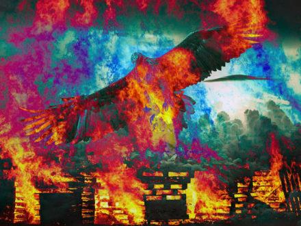 El infierno es fuego y es un águila con las alas desplegadas sobrevolando tu cabeza