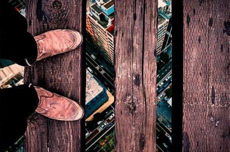 Máxima profundidad desde unas tablas suspendidas sobre unos rascacielos