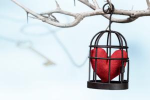Un corazón enjaulado solo se abre a través de la llave que es tu propia escritura