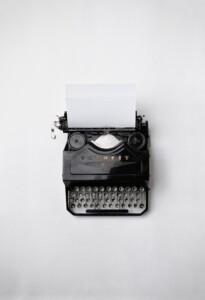 bloqueos al escribir, el miedo a la página en blanco, maquina de escribir y folio en blanco