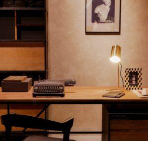un escritorio para escribir, amar y volar